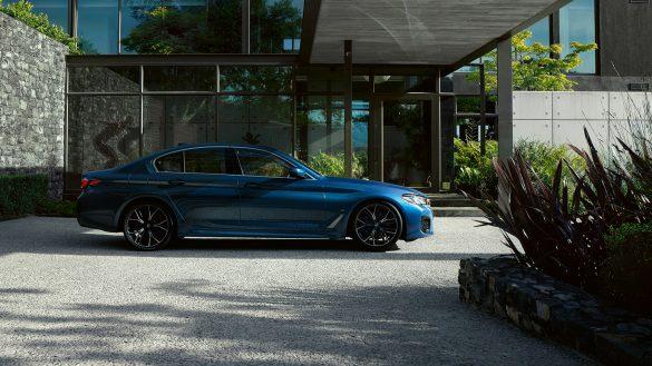 BMW 5er Limousine von rechts