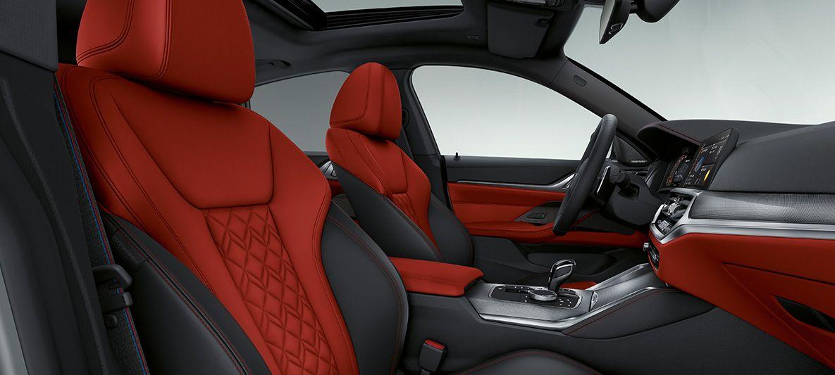 BMW Individual erweiterte Lederausstattung 'Merino' Fionarot/Schwarz BMW 4er Gran Coupé G26 2021 Innenraum Innenraum Cockpit