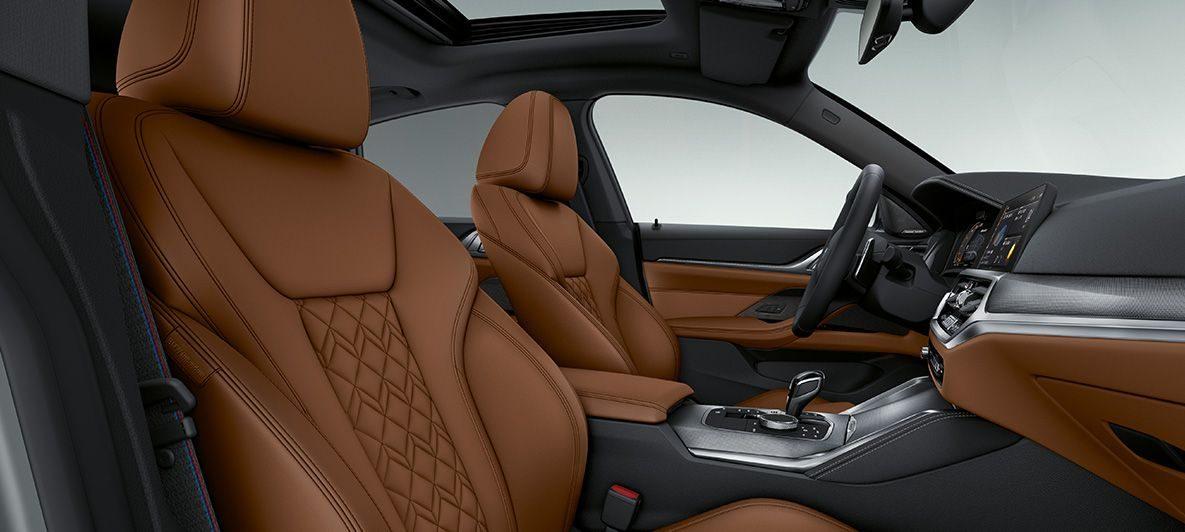BMW Individual Volllederausstattung 'Merino' Tartufo BMW 4er Gran Coupé G26 2021 Innenraum Cockpit